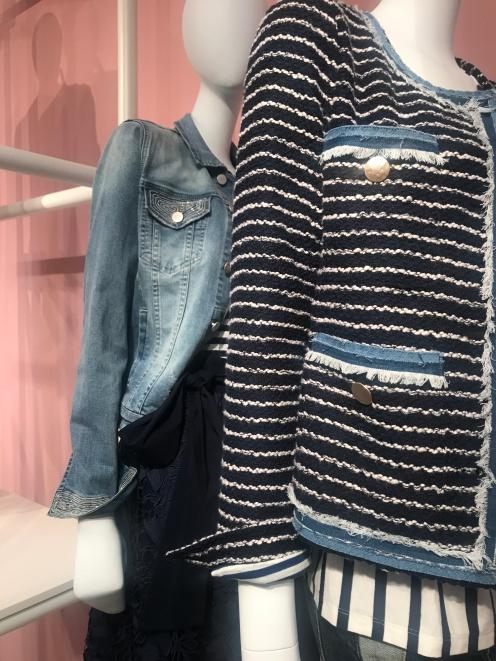 Jeans & Bouclé-Jacke bei Steffen Schraut