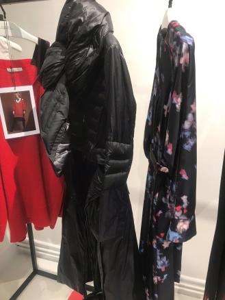 Starke Partner: Outdoor + Kleid bei Dorothee Schumacher