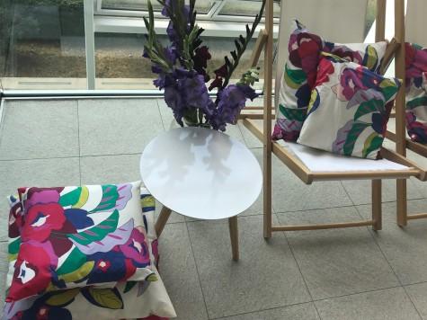 Blumendruck nicht nur auf Kleidern: René Lezard